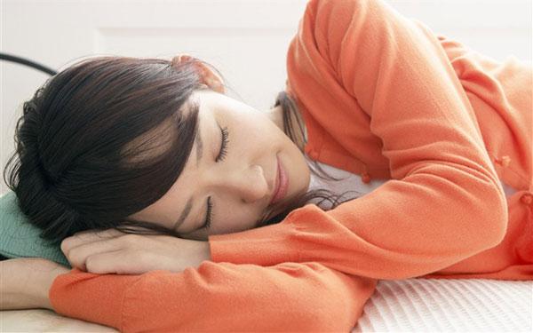 便秘解消ストレッチ、寝る前の3分で簡単にできる5つの方法