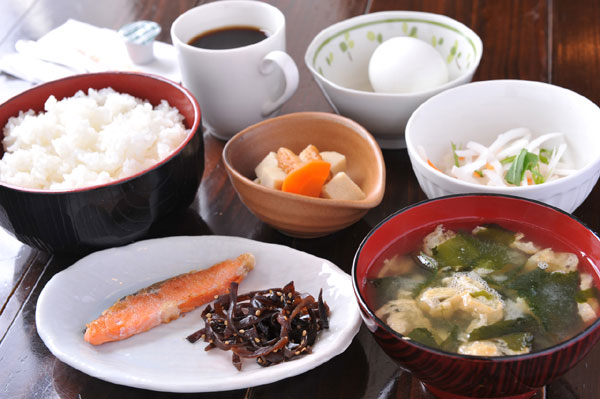 肝臓に良い食事のために気をつけるべき7つの注意事項