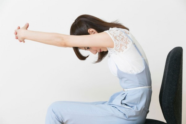 仕事の合間の肩のストレッチで疲れを貯めない5つの方法☆