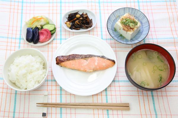 肝臓にいい食べ物を摂ると、日常生活が見違える7つの理由