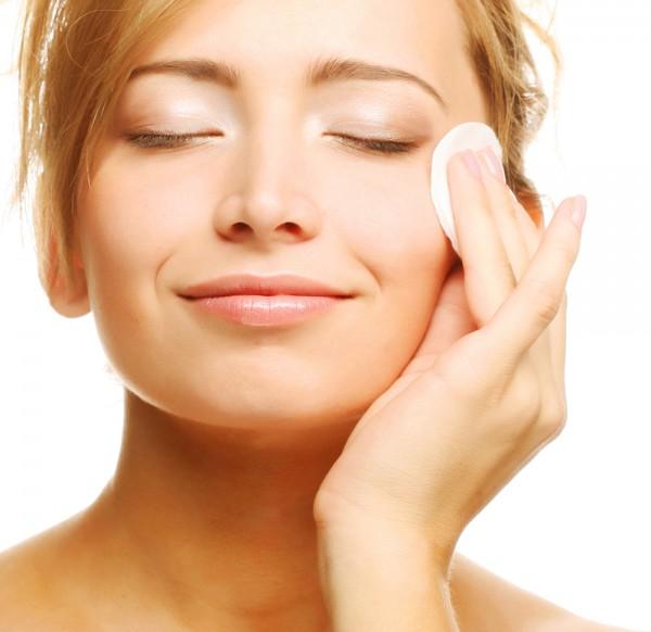 大人ニキビを防ぐための化粧水、上手に選ぶ7つのポイント